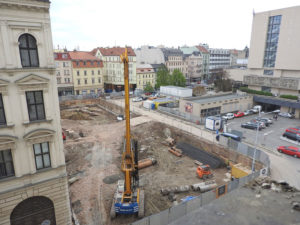 April 21, 2016 – Workmen are slowly finishing the panelling near Slavia Hotel. At the same time there are archeologists to pick up objects from deep layers of building site.