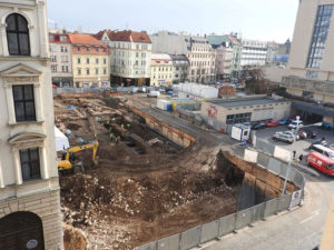 November 23, 2015 – Archeologists discovered bases of barracks from 18th century and also remainders of city houses from 13th century leading to Veselá street.
